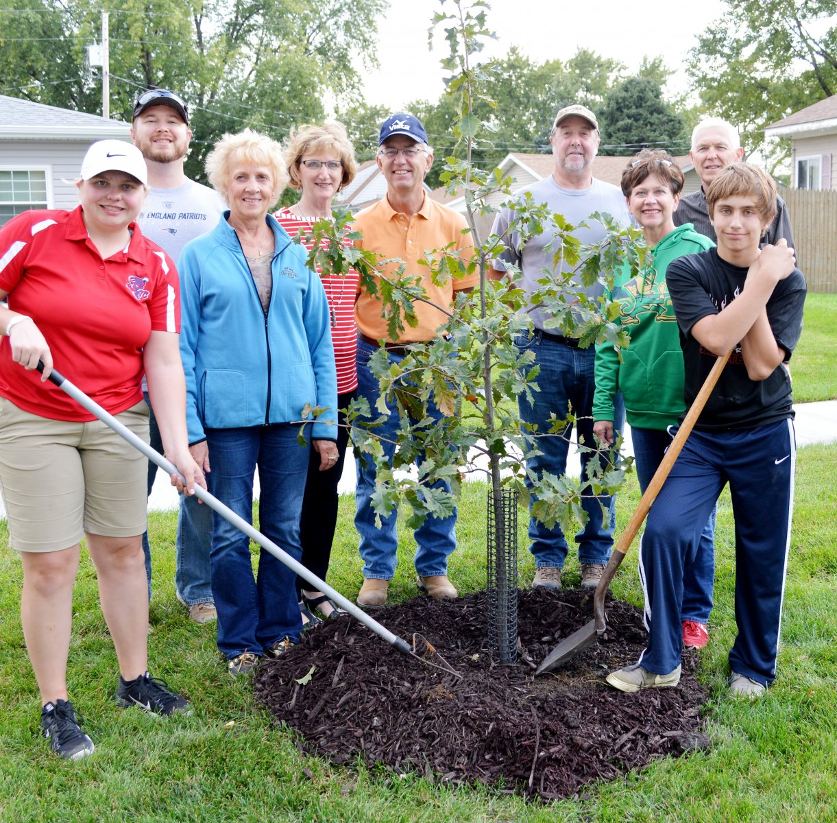 Tree planters band together in Pender, Nebraska